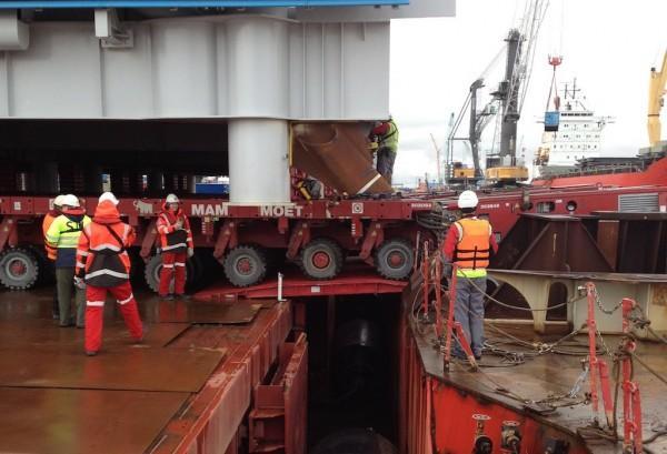 Module going ashore at Yamal