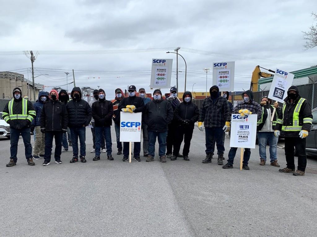 Dockers take to picketing in Montreal as strike begins