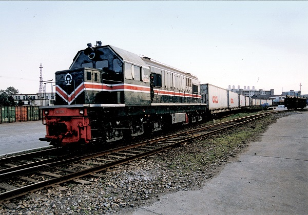 In 1998, OOCL introduced the first reefer-on-rail services in China