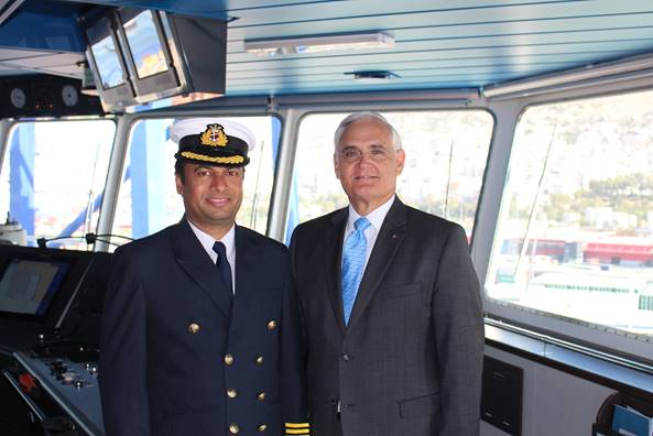 Panama Canal Administrator Jorge L. Quijano met with COSCO Shipping Panama's Captain Jude Rodrigues and crew members prior to the ship's departure.