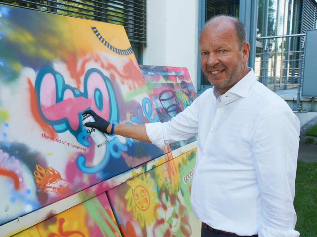Celebrating PTV's 40th anniversary with street art: Vincent Kobesen, CEO of PTV, at the corporate anniversary celebration.
