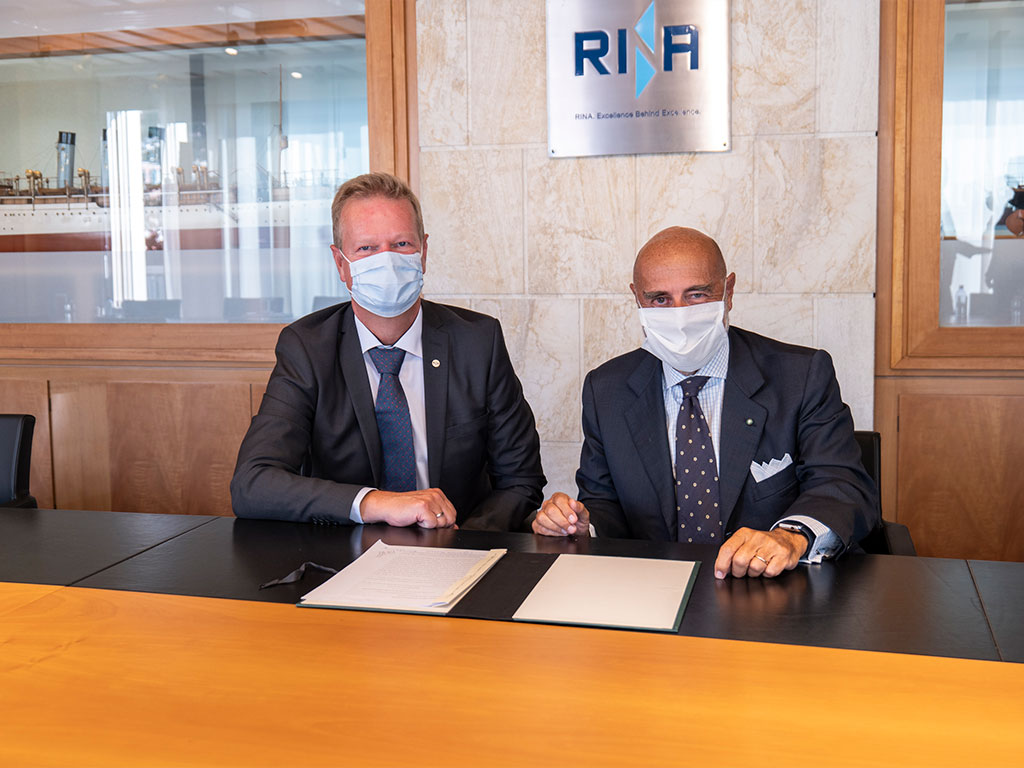 Lars Riisberg, CEO at Logimatic Solutions (left), Ugo Salerno, CEO of RINA (right).