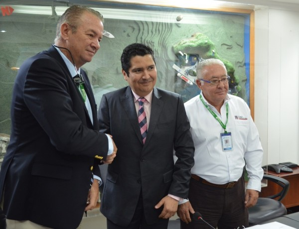 Mauricio Suárez, general manager of the Port of Santa Marta and José María Solá Freixa president of Fast Terminal International