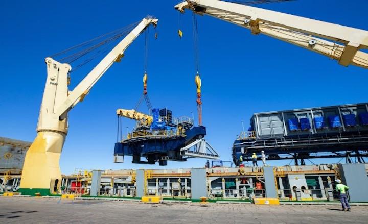 S-Class discharging 22,400 cbm of Heavy Lift components for the Pilbara Australia Mining Project.