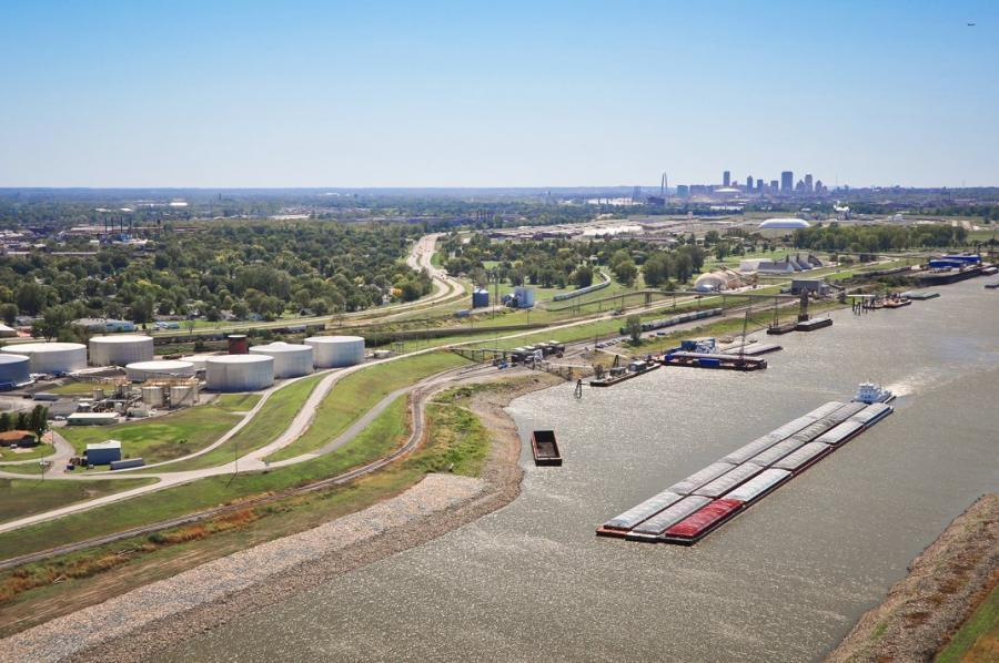 St. Louis region's barge industry handled 472,400 tons per mile